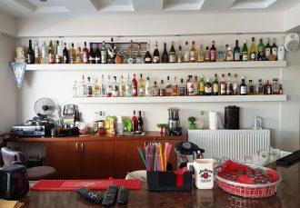 Bar deschis tot timpul zilei