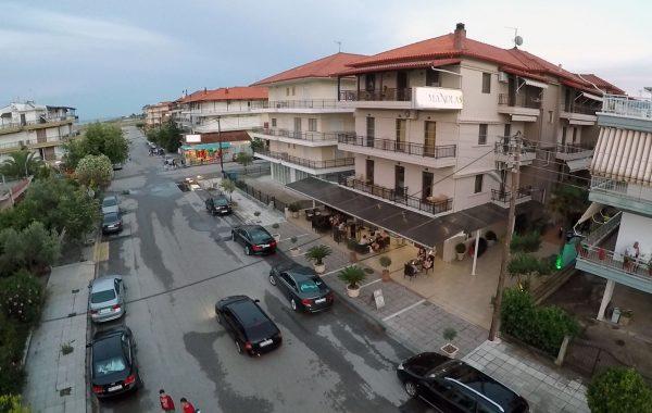 Vedere exterior Hotel Manolas, Nei Pori