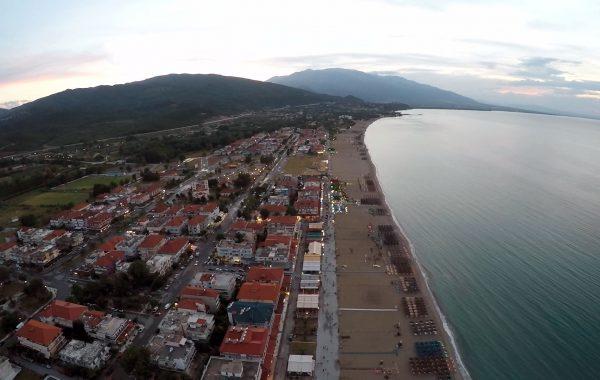 Filmare deasupra statiunii Nei Pori, Grecia